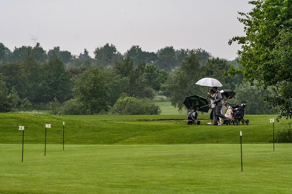 雨の中ゴルフ
